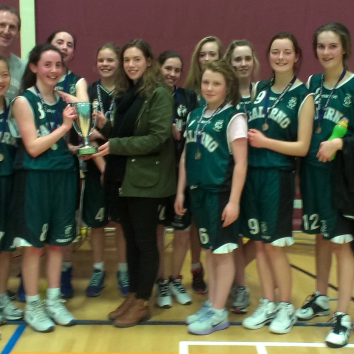 Laura Corcoran been presented with the cup by Sinead Maxwell (Galway Mystics & Moycullen)
