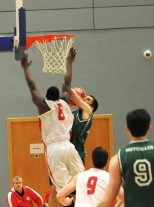 Paul going to the basket
