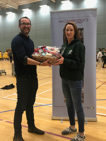 Deirdre Darcy receiving her hamper from Tom Conway